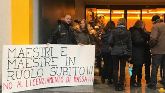 Milano - presidio scuola 27 dicembre | Potere al Popolo
