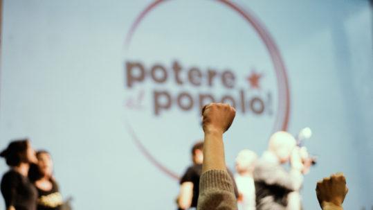 Logo potere al popolo