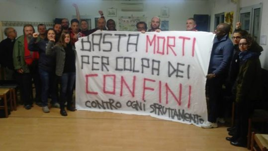 Imola: Striscione in solidarietà al migrate travolto sull'autostrada A14