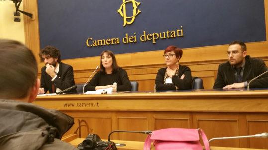 La-Cuoca-di-Lenin-si-materializza-a-Montecitorio-Potere-al-Popolo-si-presenta