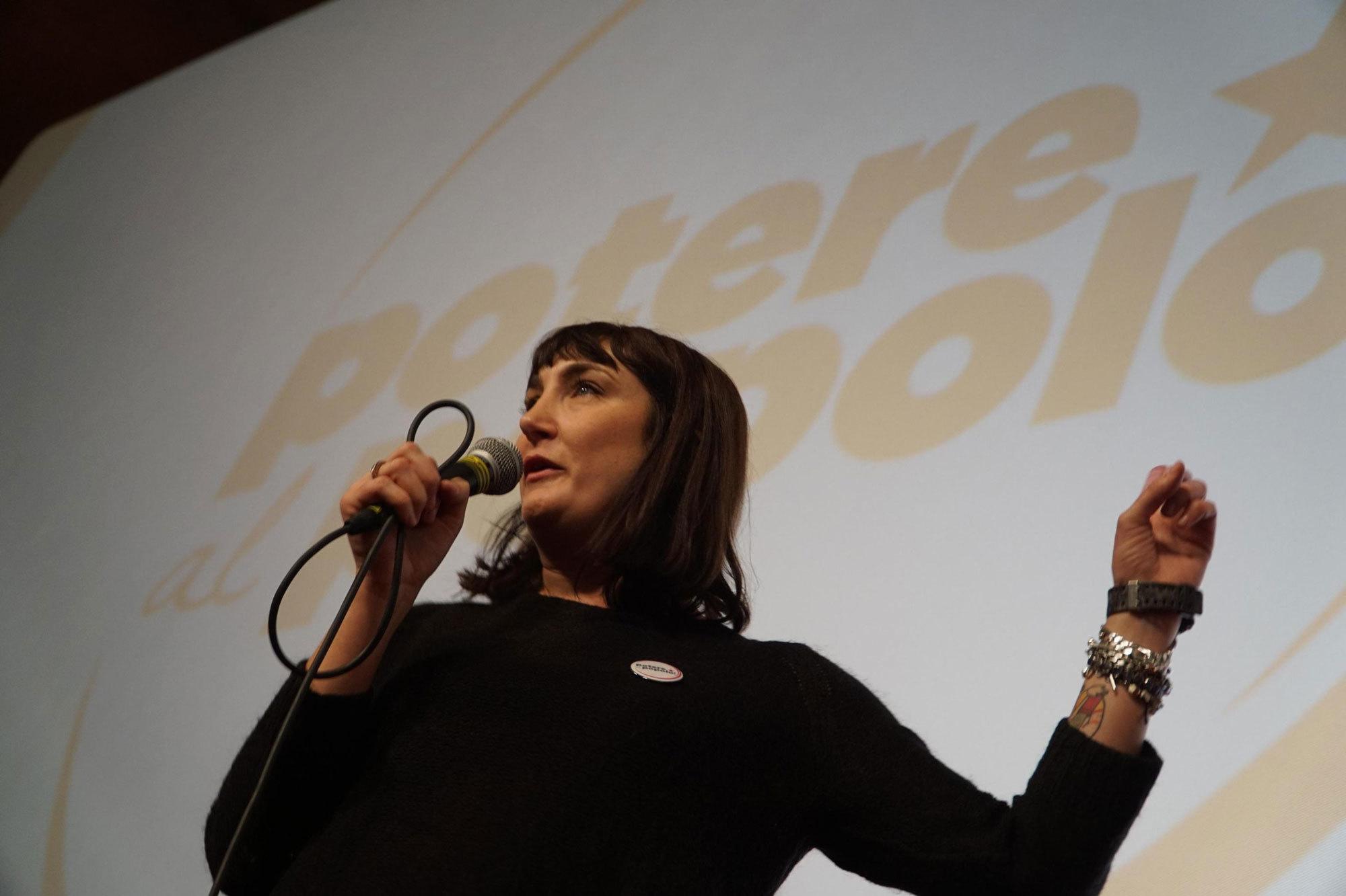 Viola Carofalo, portavoce di Potere al popolo, durante la presentazione della lista al cinema Modernissimo di Napoli, il 14 gennaio 2018. (Cesare Abbate, Ansa)