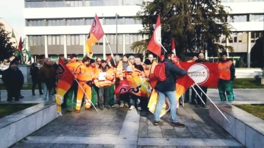 Milano: Presidio dei lavoratori dei servizi di Igiene Ambientale
