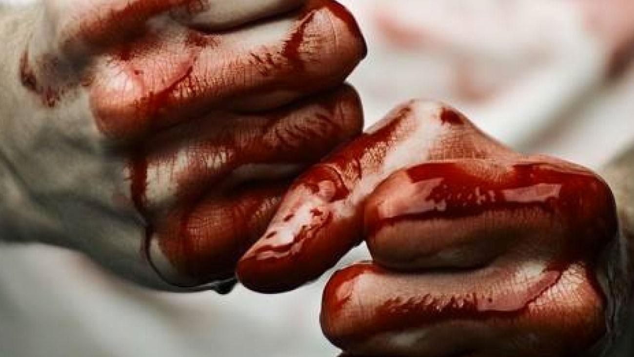 viola-carofalo-potere-al-popolo-mani-sporche-di-sangue
