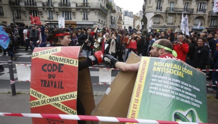 Potere al Popolo Parigi aderisce allo sciopero generale del 5 febbraio